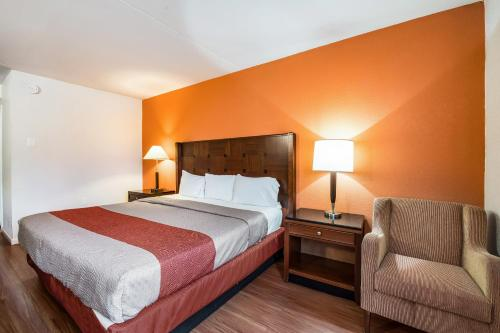 A bed or beds in a room at Motel 6-Tinton Falls, NJ