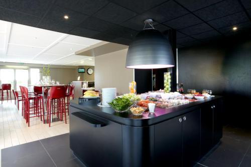 Een restaurant of ander eetgelegenheid bij Campanile Lille Sud - CHR