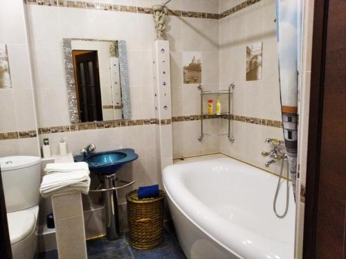 A bathroom at Апартаменты на Королева
