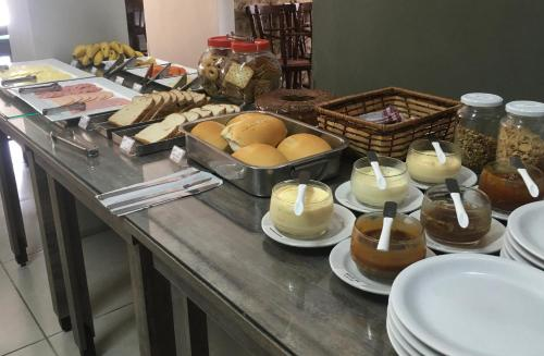 Breakfast options available to guests at Hotel Tiaraju