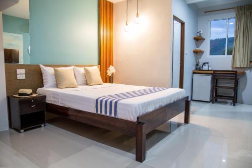 Кровать или кровати в номере Kamala Beach Residence