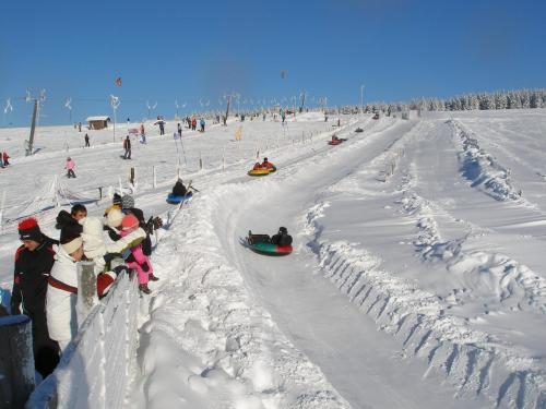 ÚTULNÝ BYT MEZI LÁZNĚMI A HORAMI during the winter