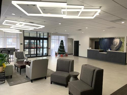 The lobby or reception area at Best Western Plus Clarks Summit Scranton Hotel