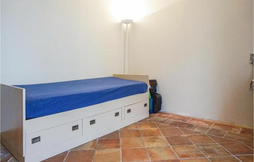 A bed or beds in a room at Nice home in Saint Chinian w/ Outdoor swimming pool and 5 Bedrooms