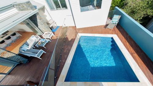 A view of the pool at The Lookout - Ultra Modern and Luxurious or nearby