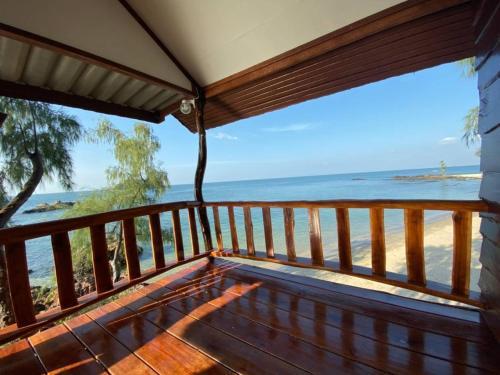 A balcony or terrace at Kohjum Freedom Resort