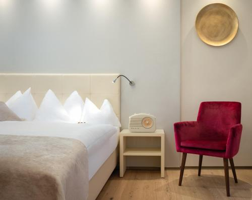 A bed or beds in a room at Hotel Post Wrann