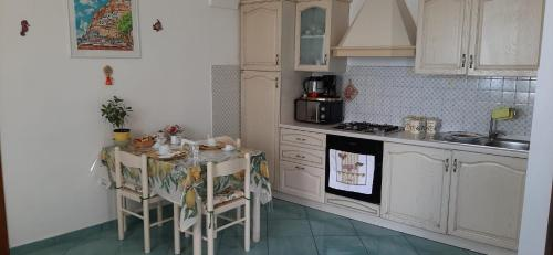 A kitchen or kitchenette at Villa Antica Macina