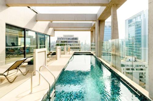 A piscina localizada em Hyatt Centric Las Condes Santiago ou nos arredores