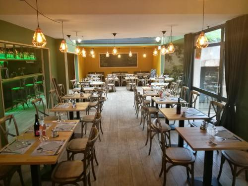A restaurant or other place to eat at HOTEL RESTAURANT CIRIUS