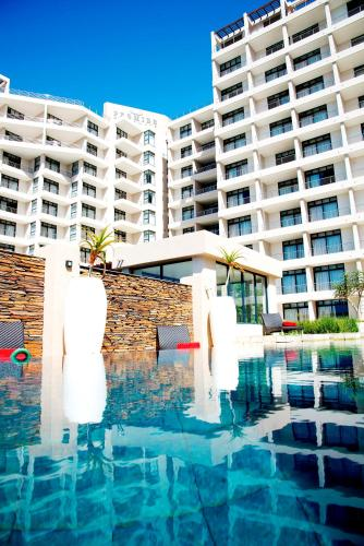 The swimming pool at or close to Premier Hotel East London ICC