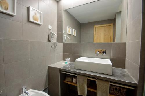 A bathroom at Oasis Salinas Sea