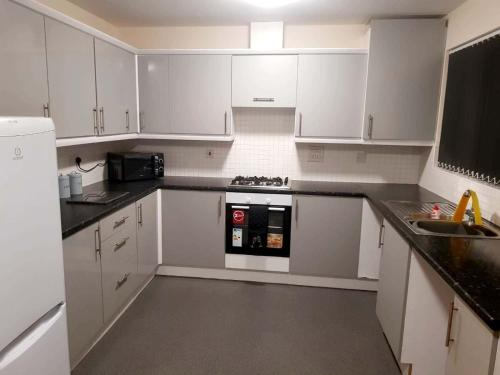 A kitchen or kitchenette at Tipton Town House