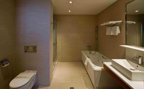 A bathroom at Hotel Lleó