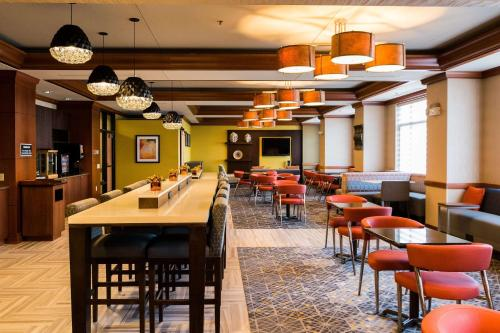 A restaurant or other place to eat at Radisson On John Deere Commons Moline