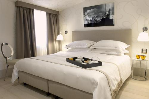 A bed or beds in a room at Mood44