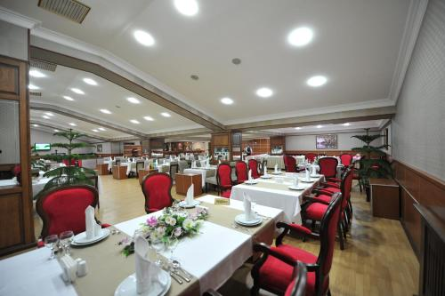 Um restaurante ou outro lugar para comer em Tebriz Hotel Nakhchivan