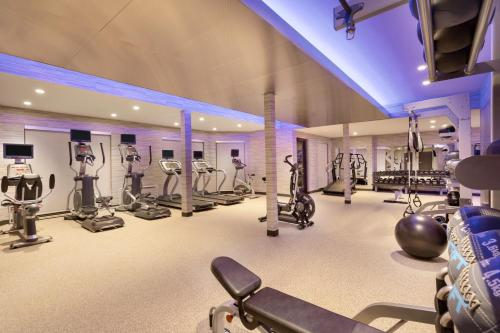 The fitness center and/or fitness facilities at Courtyard by Marriott Topeka