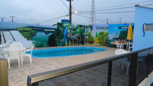 A piscina localizada em Herança Palace Hotel ou nos arredores