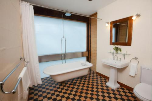 A bathroom at Wandin Valley Estate