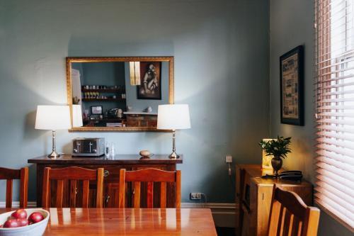 A kitchen or kitchenette at Pomeroys on Kilmore