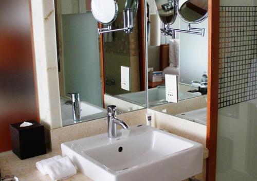 حمام في سويسأوتيل غراند شنغهاي