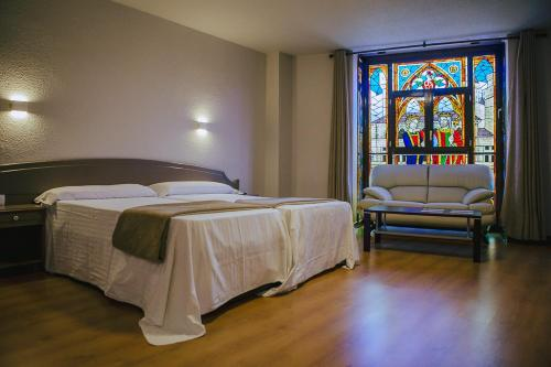 A bed or beds in a room at Hotel Ducay