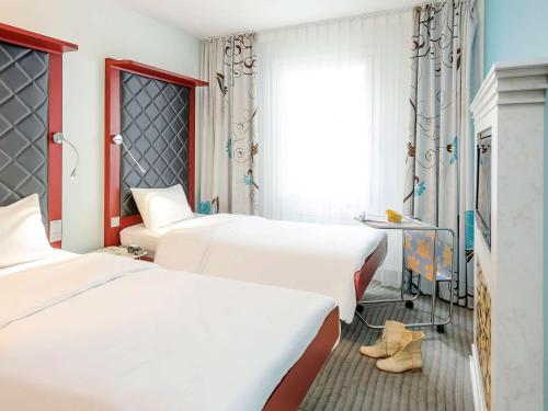 A bed or beds in a room at ibis Styles Hotel Berlin Mitte
