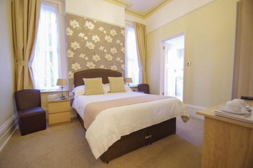 A bed or beds in a room at Birkdale Guest House