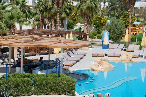 Басейн в Amphoras Aqua Hotel (Ex. Shores Golden) або поблизу