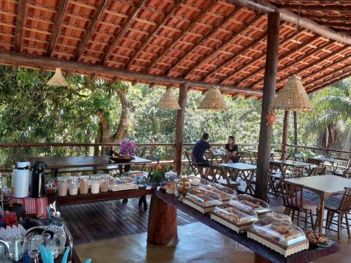 Um restaurante ou outro lugar para comer em Estância Villa Ventura
