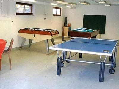 Ping-pong facilities at Hotel Les Remparts or nearby