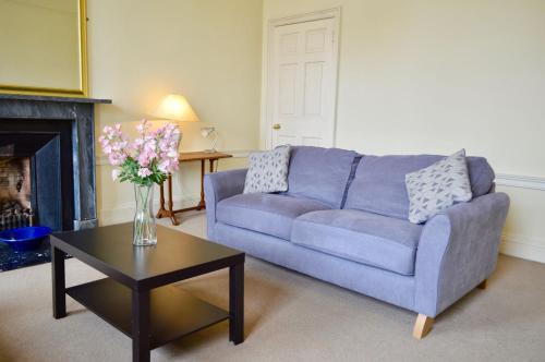 Central 2 Bedroom Flat in Edinburgh