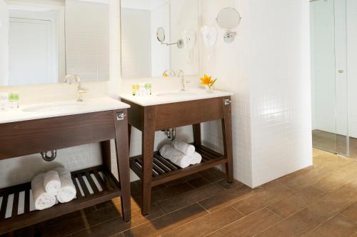 Een badkamer bij U Coral Beach Club Eilat – Ultra All inclusive