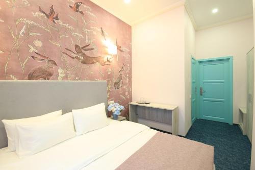 Кровать или кровати в номере Артист Отель