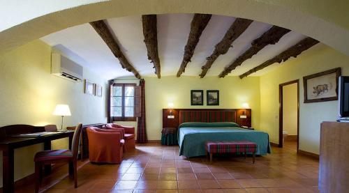 A bed or beds in a room at Hotel la Perdiz