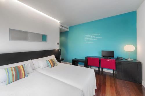A bed or beds in a room at SEA YOU HOTEL PORT VALENCIA