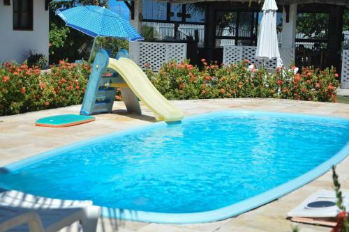 The swimming pool at or near Pousada Som de Mar
