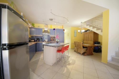 A cozinha ou cozinha compacta de Palma Real Villa
