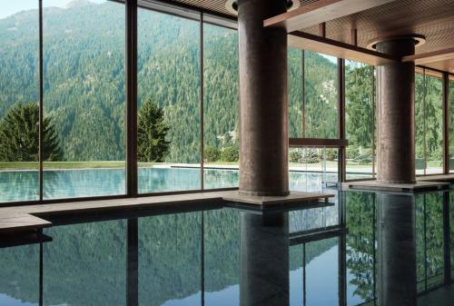 The swimming pool at or near Lefay Resort & SPA Dolomiti