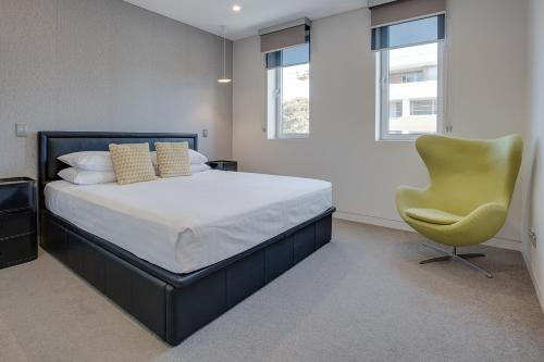A bed or beds in a room at Large and brand-new apartment close to city