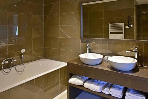 Een badkamer bij Riva hotel Den Haag - Delft