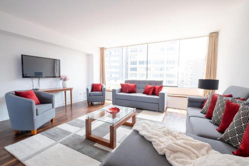 A seating area at SimplyComfort, Premium Apt Great View&Location