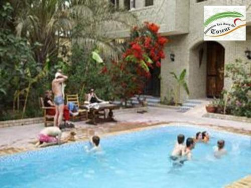 The swimming pool at or near Résidence Loued