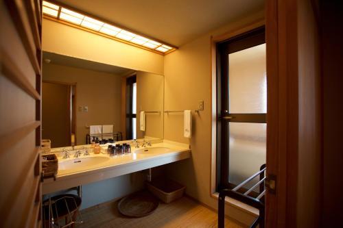 Salle de bains dans l'établissement Miyajima Grand Hotel Arimoto