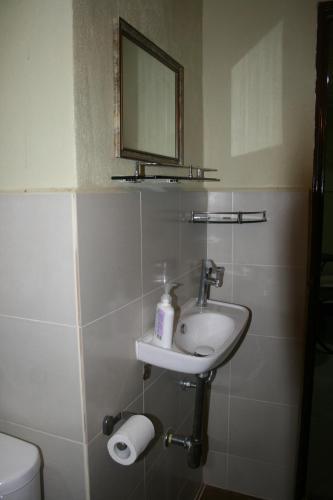 A bathroom at Balai Serama Guesthouse