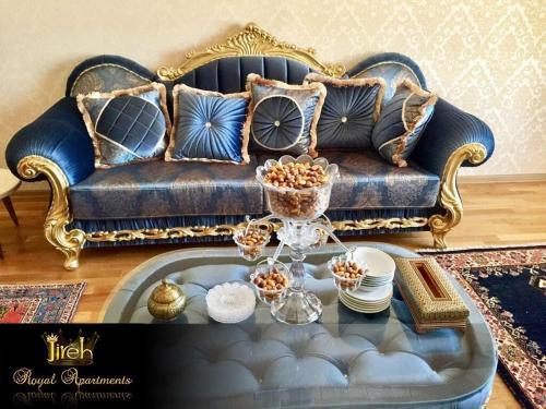 Uma área de estar em Jireh Baku Royal Apartments