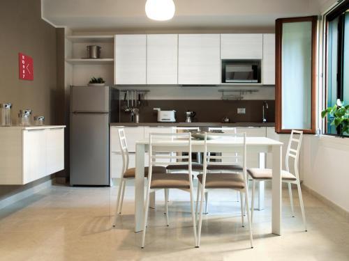 A kitchen or kitchenette at Ca' Degli Antichi Giardini Apartments