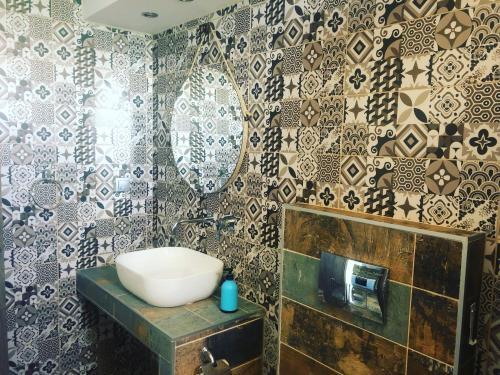 Ένα μπάνιο στο Zinozis Beach Apartments