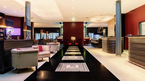 Un restaurante o sitio para comer en Park Plaza Trier